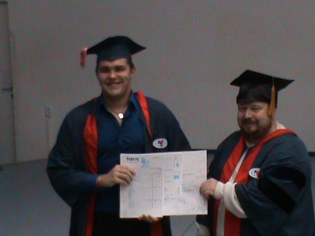 Международная школа бизнеса ИУБиП вручение дипломов Аркадий Мурзаев вручает дипломы выпускникам Международного бакалавриата
